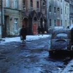 """""""Rok spokojnego Słońca"""", kadr z filmu, ul. Podmurna"""