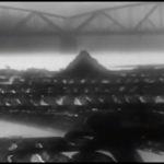 """""""Ludzie Wisły"""", kadr z filmu, most drogowy, Toruń"""