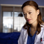 """""""Lekarze"""", kadr z serialu, dr Alicja Szymańska (Magdalena Różczka)"""
